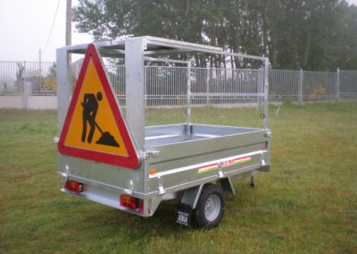 Trailer carries signals