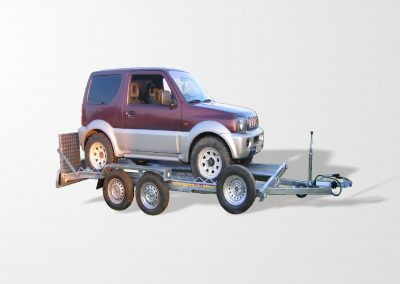 E1 model vehicles carrying trailer