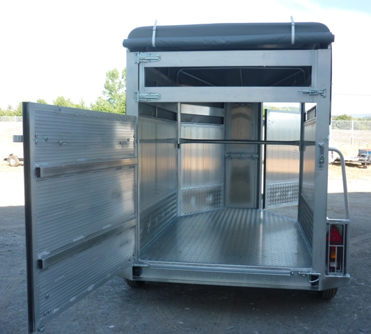 Remolque ganadero aluminio laminado punta toldo modelo f1 - Piso porta 2000 ...