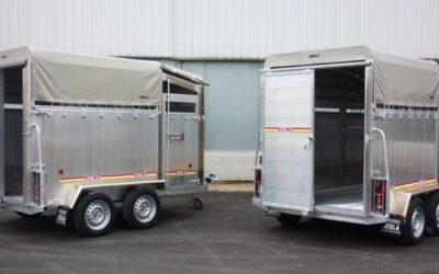Livestock trailer with sliding door